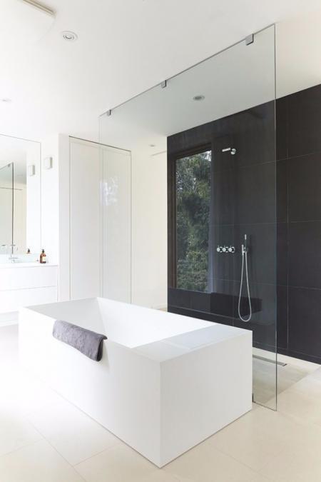 高端洗手间的装潢效果图